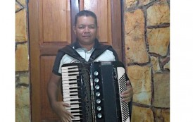 Joãozinho do Acordeon recupera sua sanfona. Instrumento havia sido roubado há um mês