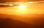 Registro: pôr do sol fotografado a partir da Pedra do Tendó, em Teixeira