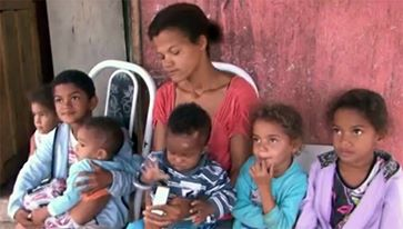 Jovem de 26 anos tem seis filhos gêmeos em três gestações diferentes