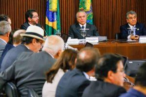 Conselheiro Arthur Cunha Lima participou de encontro em Brasília com todos os presidentes de Tribunais de Contas do país, que foram recebidos pelo presidente interino Michel Temer, no Palácio do Planalto.