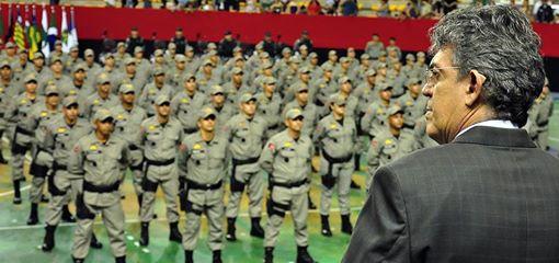 Ricardo anuncia convocação de 320 novos PMs
