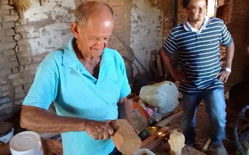 Sinval Alencar: esculpindo na madeira de umburuna