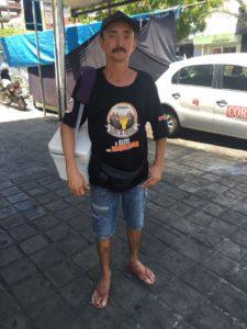 Marcos Pioleiro vendendo picolé nas ruas de Patos.