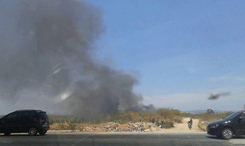 Margens da Alça Sudeste continuam sendo usadas para o descarte e queima de resíduos