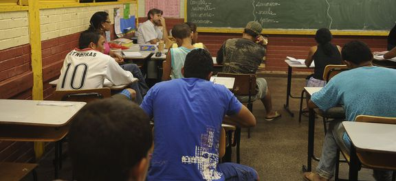 Governo exclui educação física e artes do ensino médio e prevê 7 horas de aula/dia