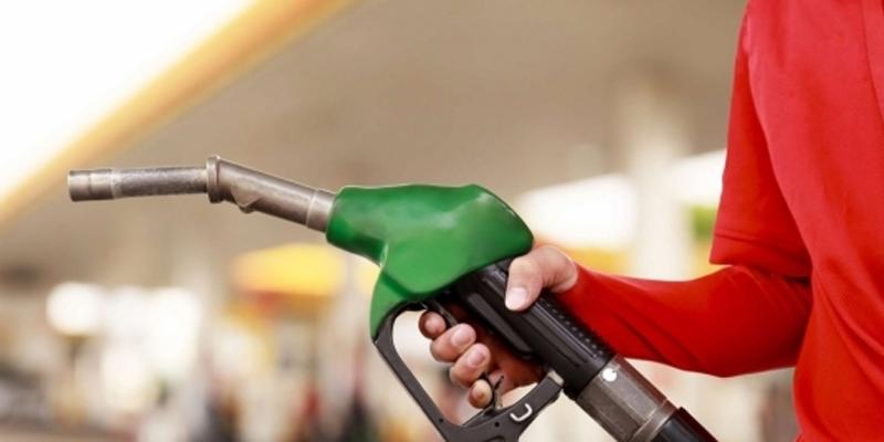 Petrobras reduz preço da gasolina na refinaria em 4,4% a partir de hoje.