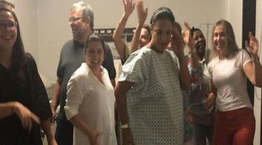 Aos 45 anos, Ivete Sangalo dá à luz gêmeas em pleno Carnaval