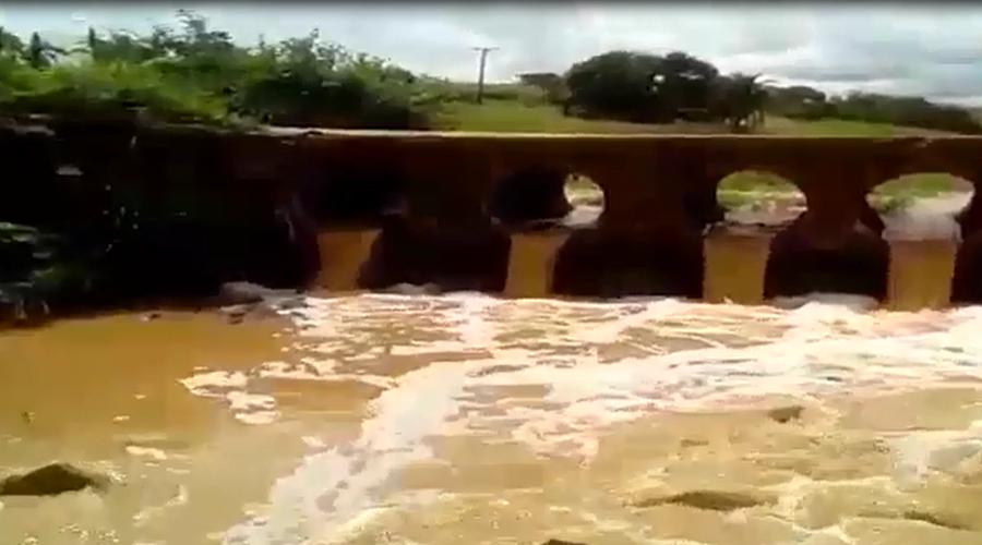 Cheia no Riacho Montevidéu, no Vale do Piancó