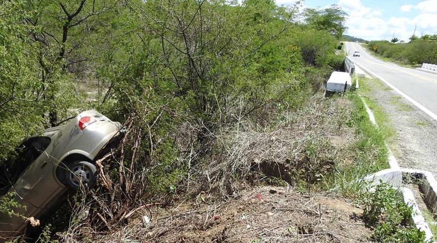 Helicóptero cai na Anhanguera, bate em caminhão e ao menos duas pessoas morrem, entre elas o jornalista Ricardo Boechat