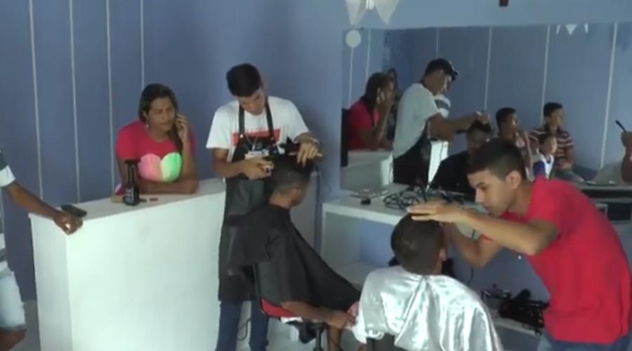 Projeto social leva corte de cabelo para comunidade do Residencial Itatiunga