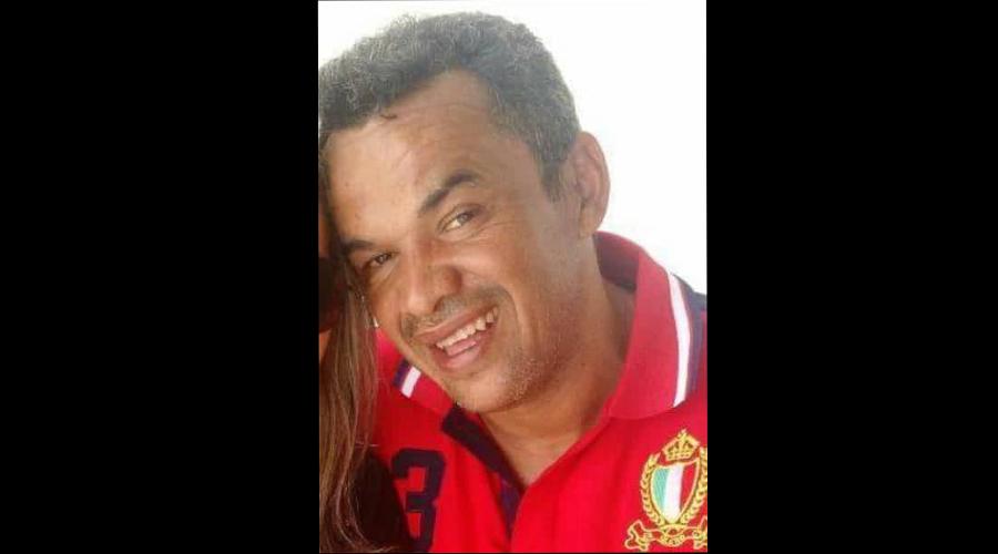 Familiares e amigos dão o último adeus ao vendedor Marcílio Caetano, em Patos
