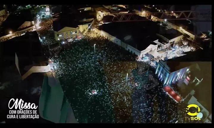 Cerca de 40 mil pessoas comparecem à missa do Padre Fabrício em Taperoá