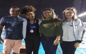 Adolescente de Patos conquista medalha de prata nos 50 metros livres de natação em João Pessoa