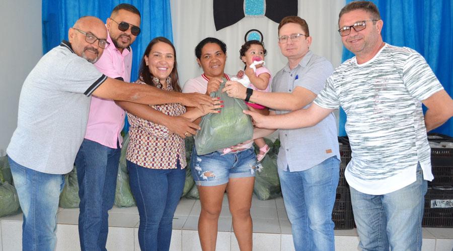 Prefeitura distribui kits do Programa de Aquisição de Alimentos para famílias do CRAS Severina Celestino