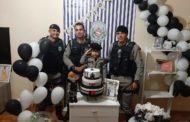 Menino recebe visita de policiais em sua festa de aniversário, em Guarabira