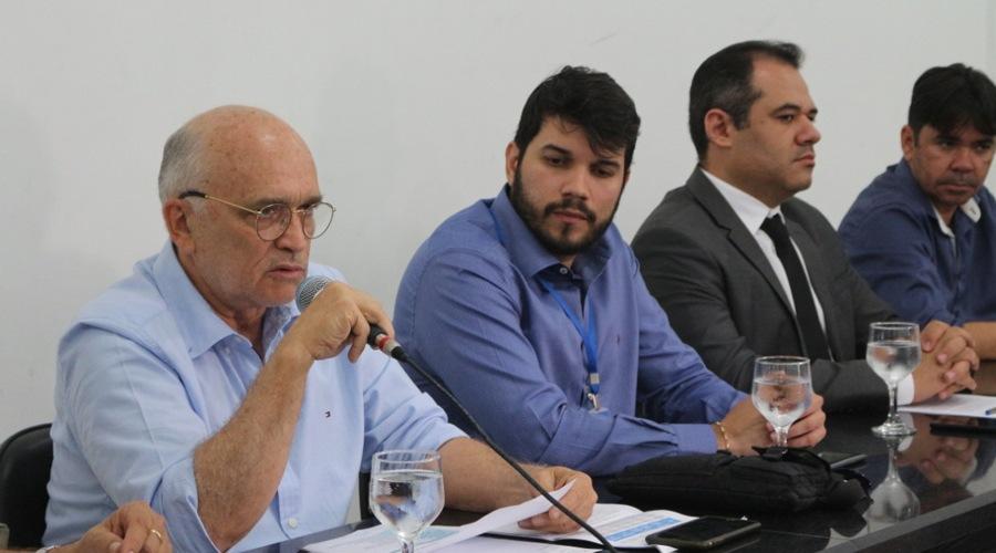 Ivanes reúne vereadores e imprensa para expor situação de Patos e análise sobre denúncias