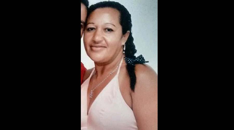 Mulher é morta a tiros em Teixeira